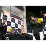 tofubeatsリリースライブに藤井隆がサプライズ登場! 渋谷街頭で「ディスコの神様」熱唱