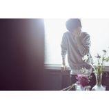 """米津玄師、""""花の壁""""を表現した新曲MV公開 倍速撮影などの技法を駆使した映像に"""