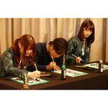 乃木坂46・深川麻衣と松村沙友理が今年の目標を書き初め 受験生時代の苦労話も明かす