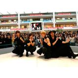 Thinking Dogs、デビュー記念ライブを開催 蜷川実花監督MVも初公開