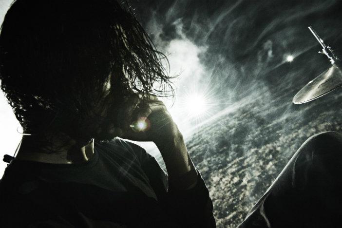 金子ノブアキが考える、曲の空気感を表現する方法「音がないところにこそ音楽は宿る」