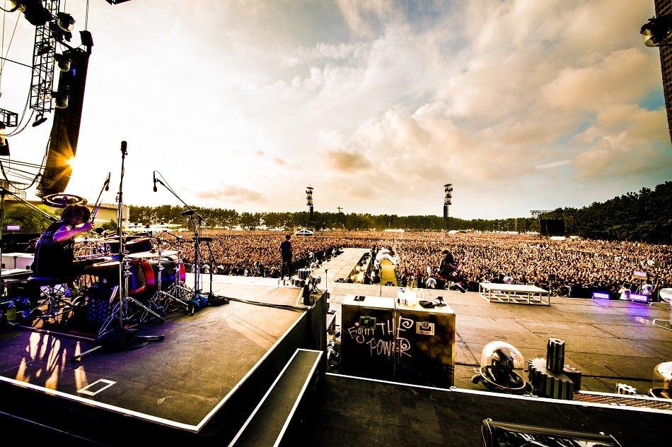 ONE OK ROCK、2日で11万人動員ライブも通過点に 熱狂の渚園ライブをレポート
