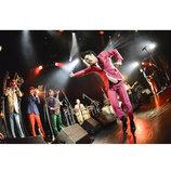 在日ファンクのライブはドキドキが止まらないーー『レインボー』ツアー追加公演レポート