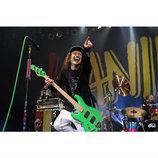 WANIMAのライブに行けば、何があっても生きていられるーーバンドの核心部に石井恵梨子が迫る
