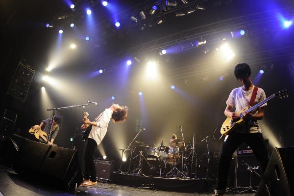 01_shout_r.JPG
