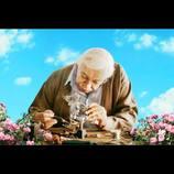 """イスラエル映画『ハッピーエンドの選び方』冒頭映像が公開 """"神様と話せる電話機""""が登場"""