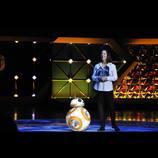 """スターウォーズの新スター、球体型ドロイド""""BB-8""""初来日 コロコロ転がって会場を魅了"""