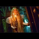 ギレルモ監督最新作『クリムゾン・ピーク』、ゴシック調の衣装が目を引く特別映像を公開
