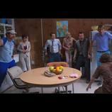イライジャ・ウッドが小学生ゾンビたちと対決 『ゾンビスクール!』メイキング映像公開