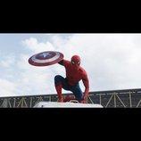スパイダーマンがキャプテン・アメリカのシールドを奪う 『シビル・ウォー』日本語字幕入り最新予告公開
