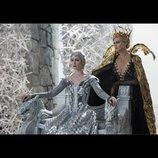 """『スノーホワイト/氷の王国』、ゴールドとシルバーの""""女王様のクリアファイル""""が前売り特典に"""
