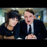 現代に蘇ったヒトラーがモノマネ芸人に? 『帰ってきたヒトラー』予告編公開
