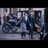 ハリポタ新シリーズ、E・レッドメインとK・ウォーターストーンの新場面写真公開
