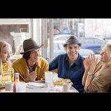アダム・ドライバーがエプロンに短パン姿で登場 『ヤング・アダルト・ニューヨーク』予告映像公開