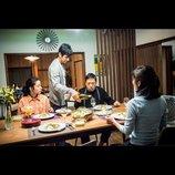 """西島秀俊と""""奇妙な隣人""""香川照之の食事シーンも 『クリーピー』新場面写真を一挙公開"""