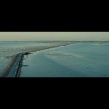 """『ミモザの島に消えた母』、海の道""""パサージュ・デュ・ゴワ""""とらえた新たな場面写真公開"""