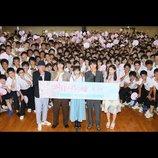 広瀬すず、山﨑賢人ら、『四月は君の嘘』鎌倉高校にサプライズ凱旋 広瀬「来ちゃいました!」
