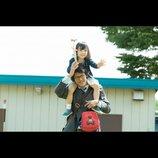 『湯を沸かすほどの熱い愛』新場面写真公開 駿河太郎、良きシングルファーザー役で娘を肩車