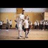 元フェンシング選手と子ども達の奇跡を描く実話 K・ハロ監督作『こころに剣士を』予告映像公開
