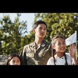 イム・シワン主演作『戦場のメロディ』本編映像、子ども達の合唱シーン公開