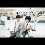 神木隆之介&高橋一生、学校の屋上でほっこり 『3月のライオン』場面写真