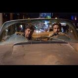 ライアン・ゴズリング&ラッセル・クロウ、凸凹コンビを解説 『ナイスガイズ!』インタビュー映像