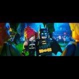 『レゴバットマン ザ・ムービー』 新場面写真 クリス・マッケイ監督が明かすバットマン像