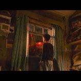 リーアム・ニーソン演じる怪物の姿も J・A・バヨナ監督最新作『怪物はささやく』本予告編