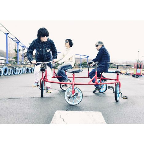 "the pillows、『STROLL AND ROLL』詳細発表 ""STROLL""テーマの新アー写も公開に"