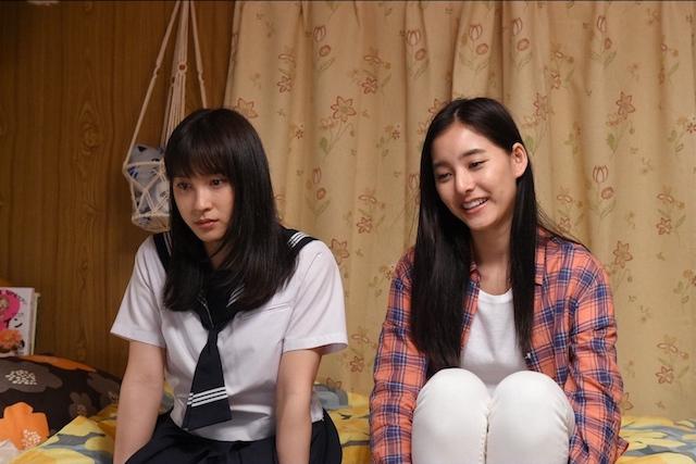 制服の土屋太鳳さんと新木優子