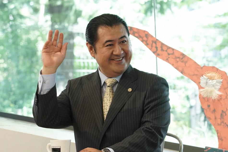 小手伸也、『SUITS/スーツ』で月9に帰還 初出演の磯村勇斗は中島裕翔の悪友役に