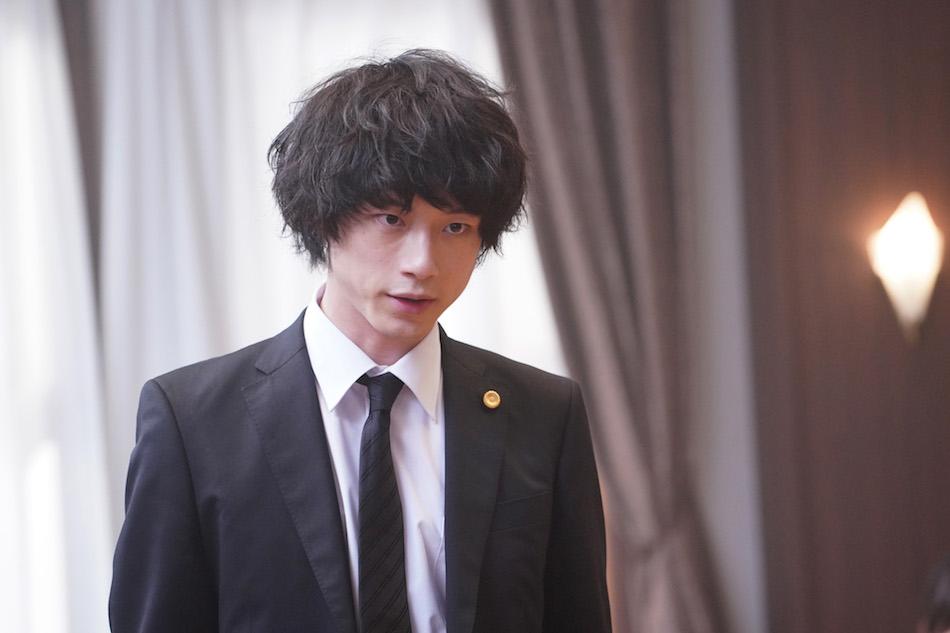 坂口健太郎、リーガルドラマ界のニューヒーローに 『イノセンス 冤罪弁護士』で見せる\u201c2つの顔\u201d