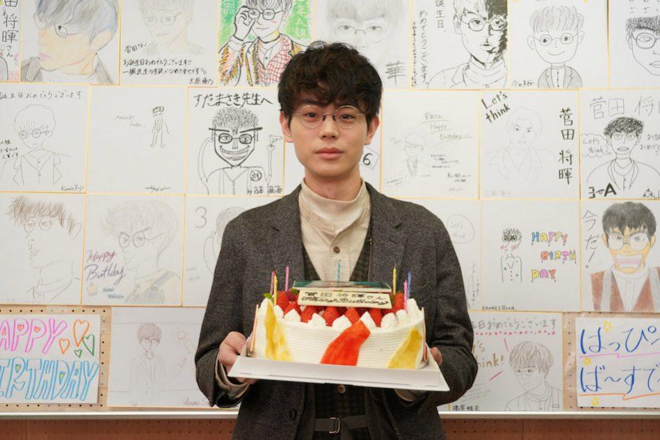 菅田将暉26歳の誕生日を『3年A組』撮影現場でお祝い 上白石萌歌含む生徒30人が「生きる」熱唱|Real Sound|リアルサウンド 映画部