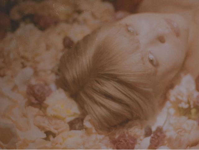 ロイ-RöE、映画『羊とオオカミの恋と殺人』主題歌「癒えないキスをして*」MV公開 の画像1-1
