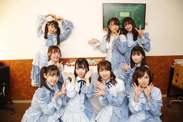 新メンバー・河瀬詩の誕生日を祝うメンバーの画像