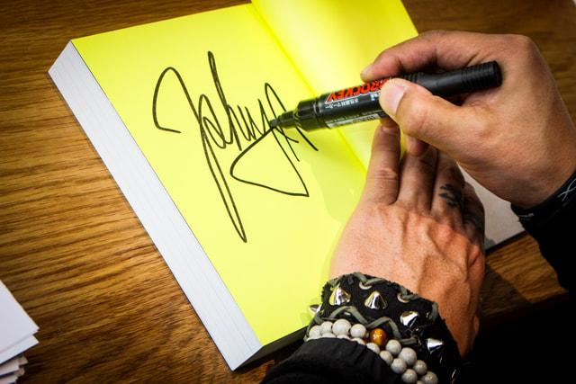 ISHIYA サイン